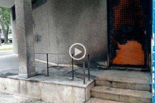 Video: quemaron parte de la fachada del Correo -  -
