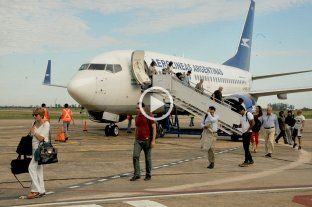 Polémica por los mensajes de los pilotos de Aerolíneas a los pasajeros al finalizar cada vuelo -