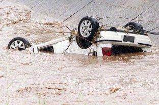 Se emborrachó, cayó a un canal de agua con el auto y se fue a dormir, pero su acompañante murió ahogado