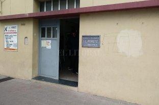 """Otra vez pintaron una esvástica en el frente del edificio de la Asociación """"I.L. Peretz"""""""