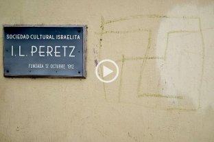 """Otra vez pintaron una esvástica en el frente del edificio de la Asociación """"I.L. Peretz"""" -  -"""