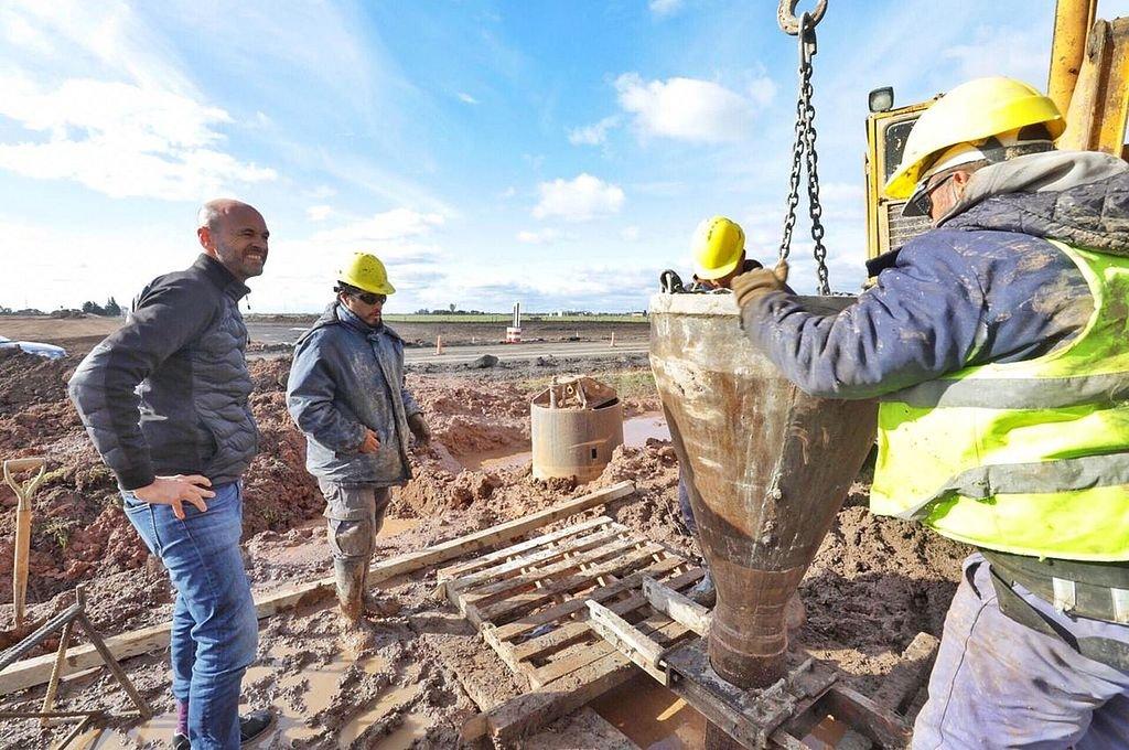 El ministro Dietrich durante su recorrida de las obras para convertir parte de la RN 34 en autopista. <strong>Foto:</strong> Prensa DNV
