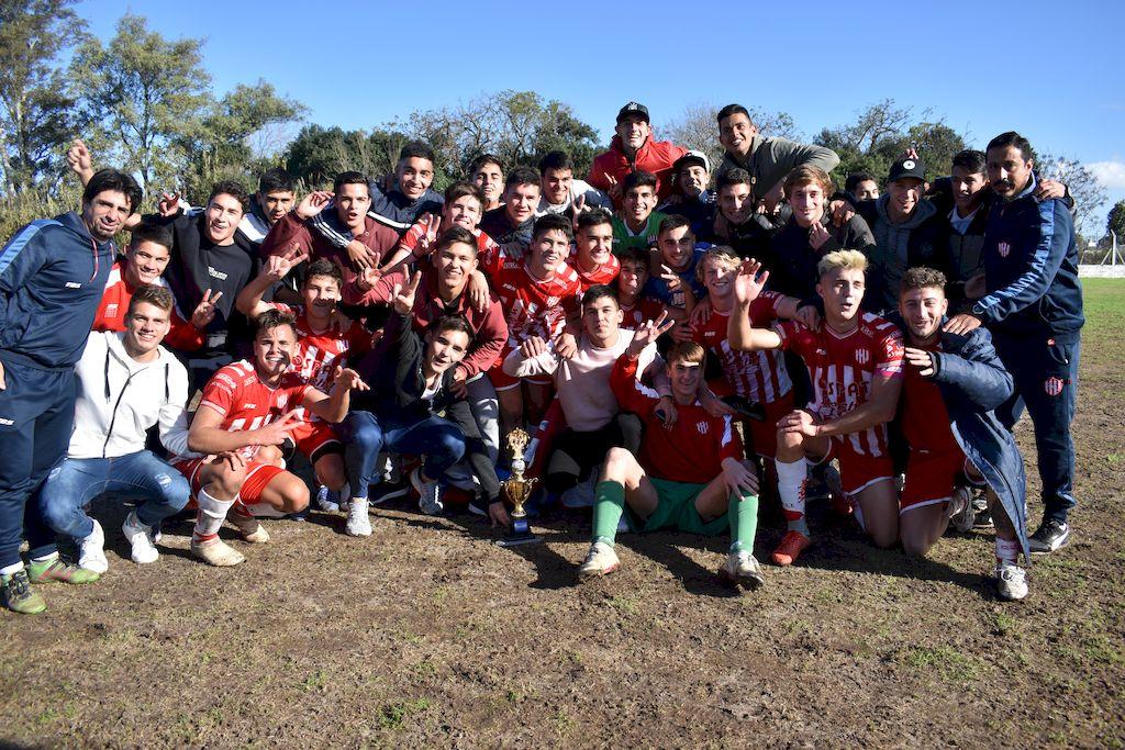 ¡Vamos los pibes! Unión se consagró campeón del torneo de Reserva de la Liga Santafesina. <strong>Foto:</strong> Prensa Liga Santafesina