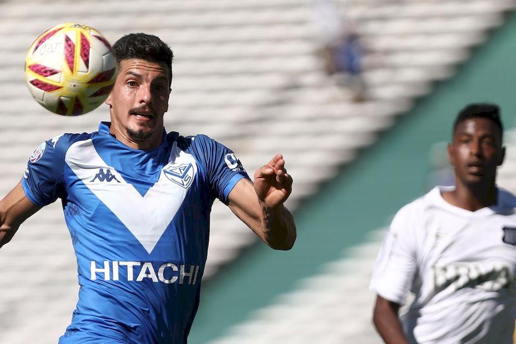"""El """"Potro"""", ex Unión. Rodrigo Salinas, con la camiseta de su último club, Vélez Sarsfield. Dicen que el representante del """"9"""" observó el partido en el palco de Vignatti.  <strong>Foto:</strong> Gentileza"""