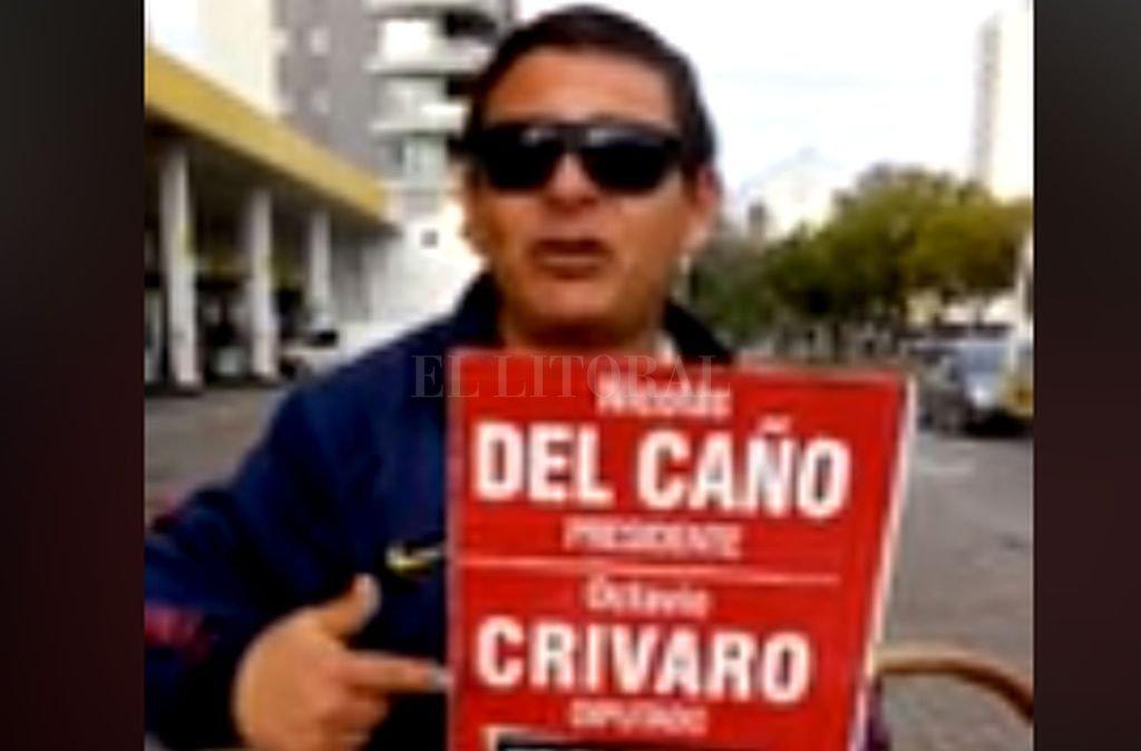 Un personaje de la ciudad y su mensaje.  <strong>Foto:</strong> Captura de Internet