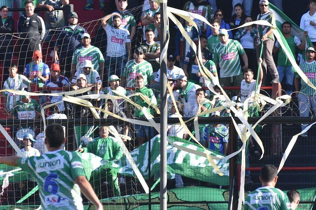 La hincha de Unión de Sunchales. <strong>Foto:</strong> Archivo El Litoral