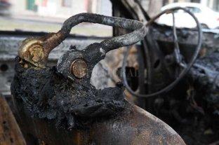 Volvieron a quemar un auto en la ciudad de Santa Fe