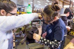 Las escuelas técnicas ganan matrícula y captan aún más el interés de las mujeres