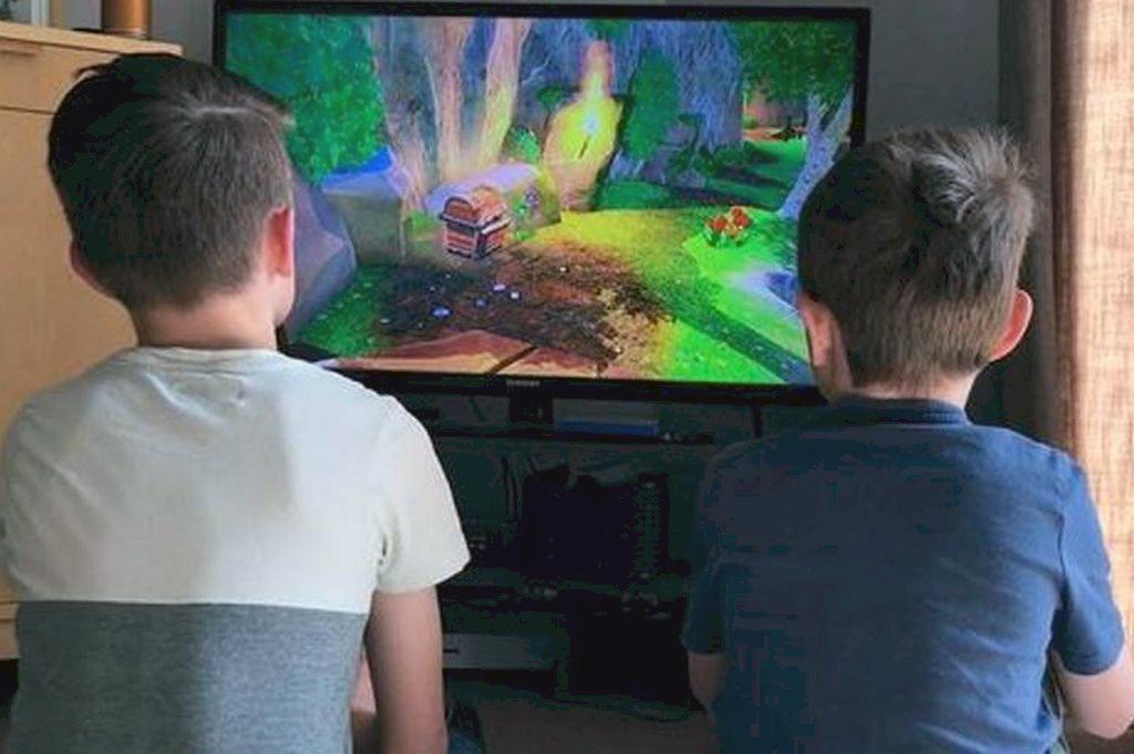 Pantallas. La calidad de los contenidos que consumen los jóvenes es un punto clave para detectar si los videojuegos pueden servir como una herramienta de formación.  Crédito: Captura de pantalla.