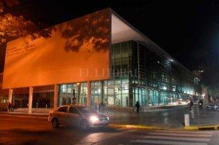Desde una moto, mataron a balazos a un hombre en Rosario - El baleado fue llevado al HECA pero falleció -