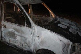 Otro vehículo quemado, ahora en Recreo sur