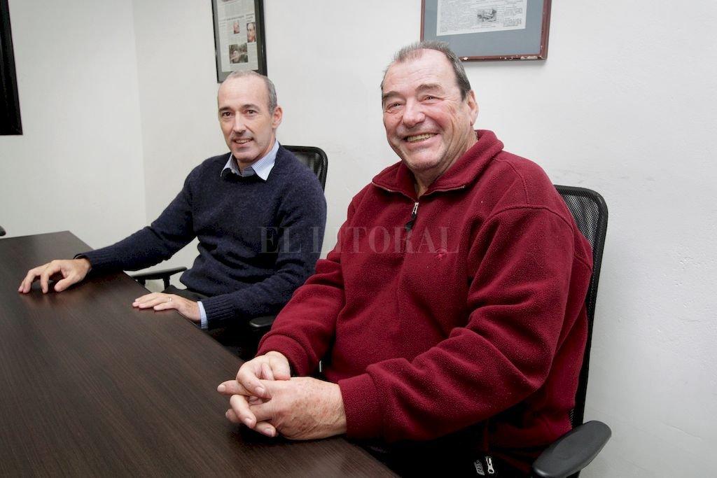 Jacinto Costa (h) y Daniel Beguelin, principales organizadores de un torneo que acaparará el interés de los amantes del tenis durante buena parte de la semana que viene. Después de 20 años, el Jockey Club tendrá otra vez un torneo de alto vuelo. Crédito: Pablo Aguirre