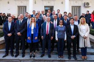 Alberto Fernández firmó con representantes de 19 provincias un acuerdo ideado por Perotti