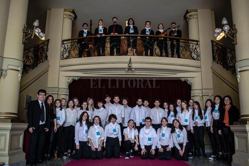 El coro y pequeña orquesta de la agrupación santafesina Canto Libre llegarán el jueves a la Sala Mayor del Teatro Municipal. <strong>Foto:</strong> Gentileza producción