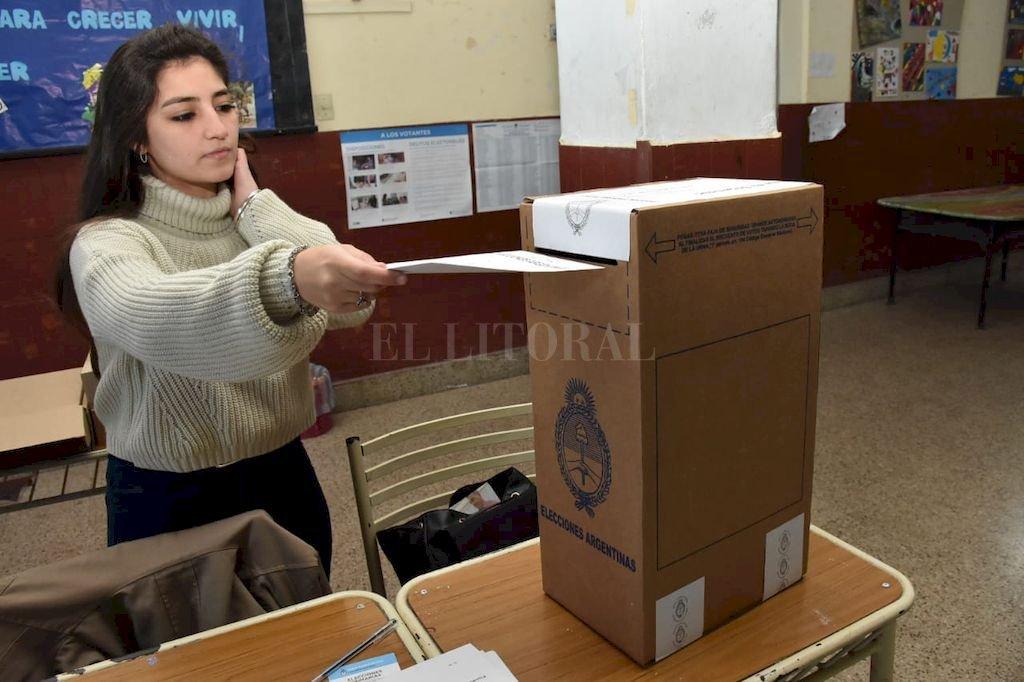 ¡Los santafesinos ya están votando! Crédito: Flavio Raina