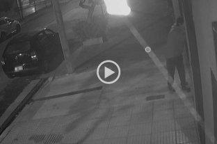Video: forzó un portón y se robó una bicicleta de una cochera