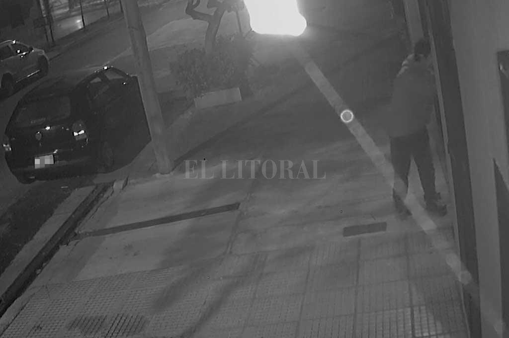 El ladrón forzó el portón y se llevó una bicicleta <strong>Foto:</strong> Captura de pantalla