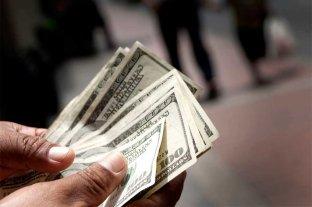 El dólar cedió 3 centavos y cerró a $ 57,23