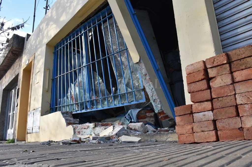 Los daños en el local dan una idea de la violencia que tuvo el encontronazo <strong>Foto:</strong> Facebook