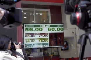 El dólar se disparó más de $ 10 y cerró en $ 57,30