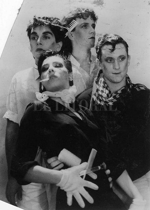 Tino Tinto y el grupo de teatro y rock Los Peinados Yoli. <strong>Foto:</strong> Captura digital
