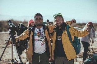 Dos mochileros viajan por América para difundir la astronomía: están en Santa Fe