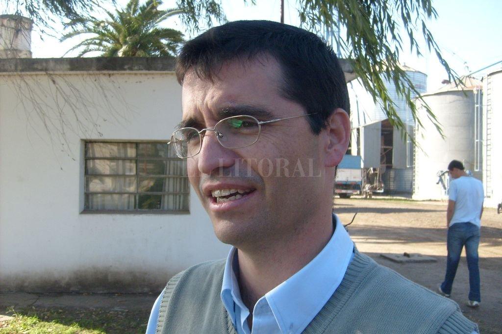 Sorpresa en el celular de Gonzalo Turri, gerente de la Cooperativa Lehmann. <strong>Foto:</strong> Archivo El Litoral