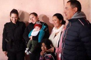 Padres de un bebé agradecieron a policías que le salvaron la vida