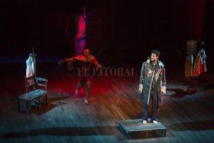 """Teatro para el fin de semana - """"Coriolano. Hay un mundo en cualquier parte"""", protagonizada por Octavio Bassó y Camilo Céspedes, bajo dirección de Jorge Eines. -"""
