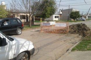 Tránsito complicado en un sector de barrio Las Flores