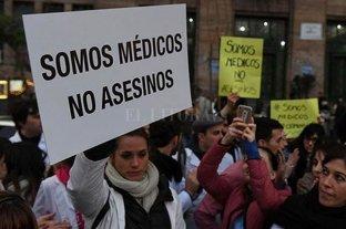 Médicos se manifestaron contra la cobertura periodística del caso Pérez Volpin