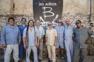 Postales de la historia argentina - Pijamas intensos: Bersuit Vergarabat planea lanzar un material doble, sucesor del disco en vivo que se volvió banda sonora de una época.