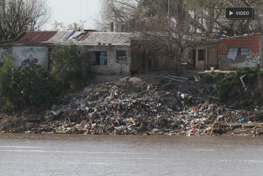 Ribera. La costa y su penoso paisaje de residuos. Crédito: Mauricio Garín