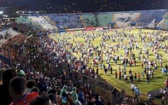 Al menos 3 muertos y 12 heridos en una batalla campal del fútbol de Honduras