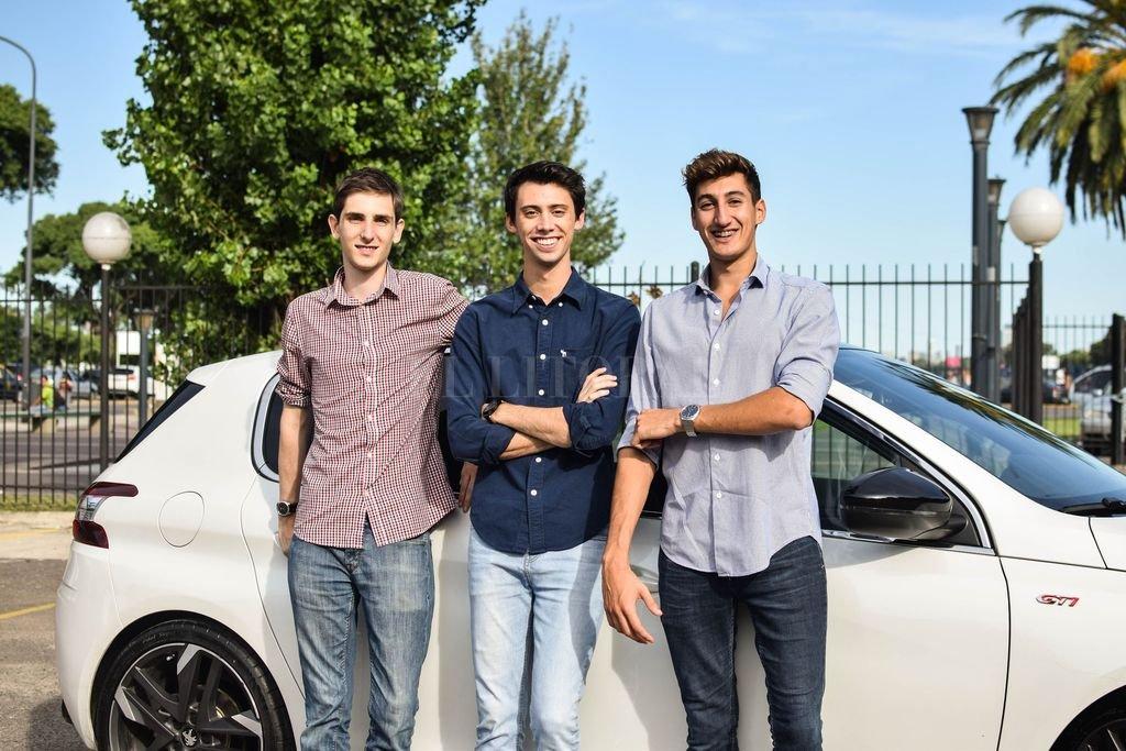 De derecha a izquierda: Lucas Abriata, Tomás Galuccio (de Paraná) y Tomás Venturo, creadores de una empresa única en el país. <strong>Foto:</strong> Gentileza Motortale