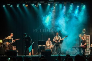 Una noche con la música de Joaquín Sabina  - El grupo invita a disfrutar del amplio repertorio con matices y notas que nos suspiran el recuerdo del fabuloso escritor y cantante de Úbeda.  -