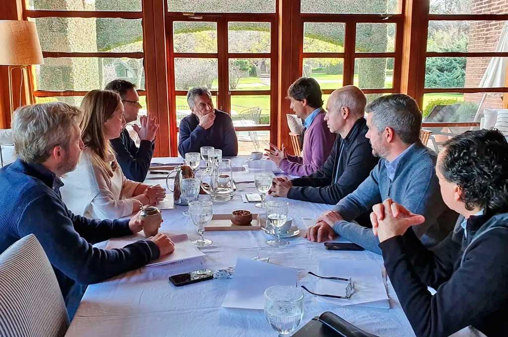 """Macri y Lacunza analizan los  pasos tras el """"feriado largo""""  -  -"""