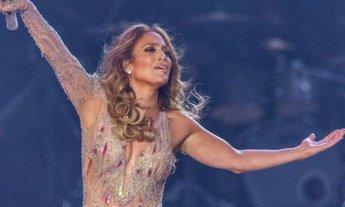 Demandan en Egipto a Jennifer López por actuar con poca ropa