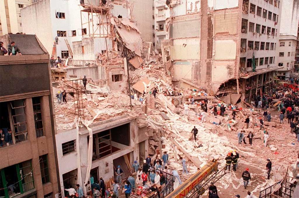 El atentado a la AMIA, conmovió a todo el país y el mundo. Crédito: Archivo El Litoral