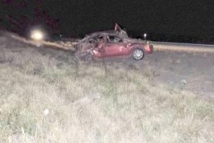 Mueren dos hermanitos de 2 y 3 años al volcar un auto en una ruta de Salta -  -