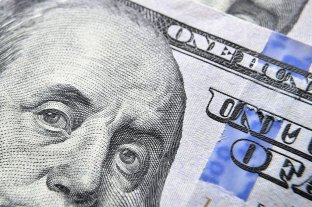 El dólar retrocedió a $ 57,39 -  -