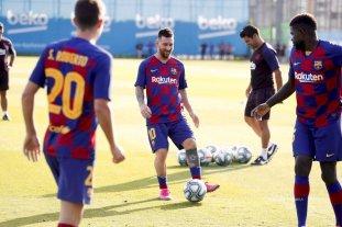 Barcelona espera a Messi para el debut e intenta contratar a Neymar