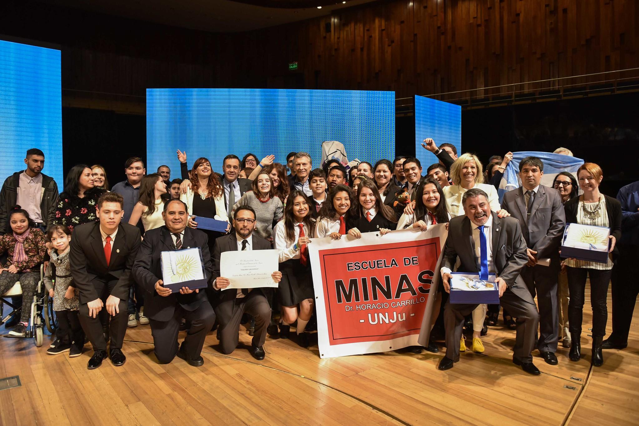 Dos equipos docentes santafesinos son finalistas de Maestros Argentinos 2019 -  -
