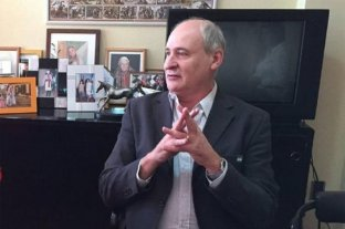 Un intendente se congeló el sueldo e invitó a concejales a copiarlo -  -