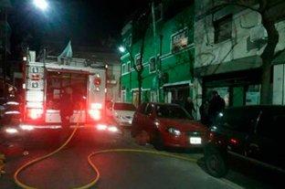Un incendio en un edificio porteño deja cinco personas hospitalizadas