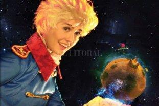Vivir la magia - Lambre se transforma en niño para desplegar su actuación en un escenario virtual, donde interactúa con personajes digitalizados. -