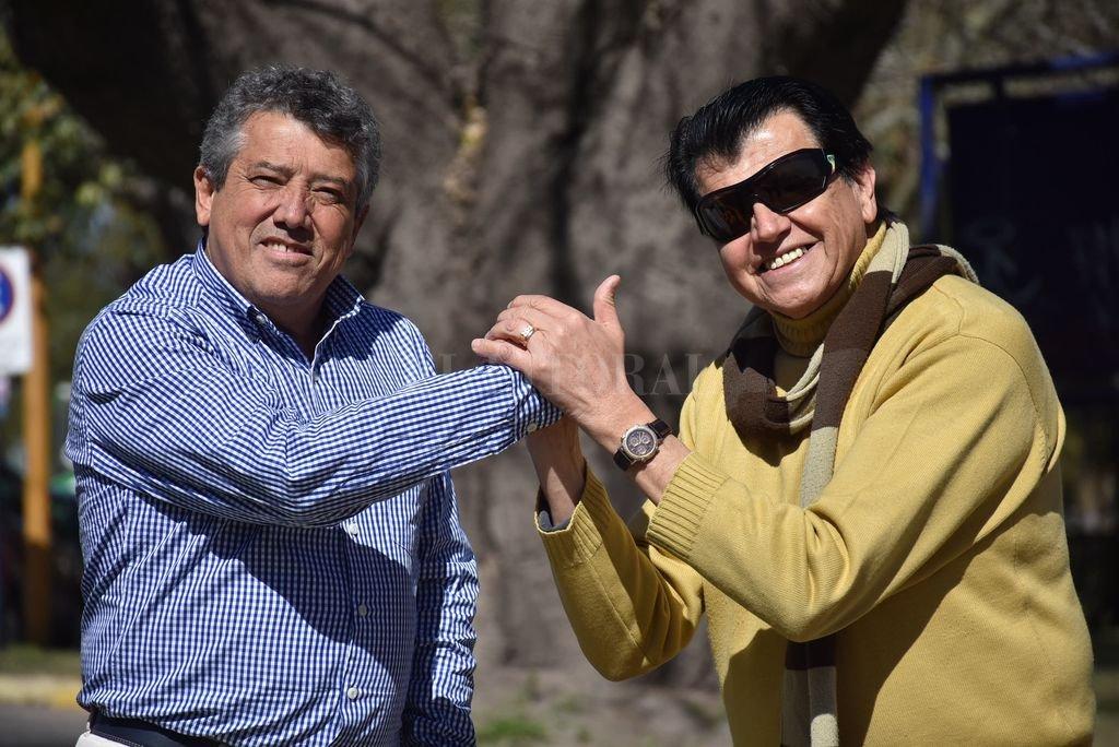 Viejos amigos: Pepe y Pipi compartieron muchas conversaciones sobre otros tiempos, y decidieron recordar junto a los espectadores, recurriendo a los archivos de ambos. <strong>Foto:</strong> Flavio Raina