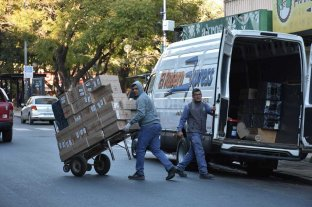 La carga y descarga en los comercios, un problema con necesidad de ordenamiento