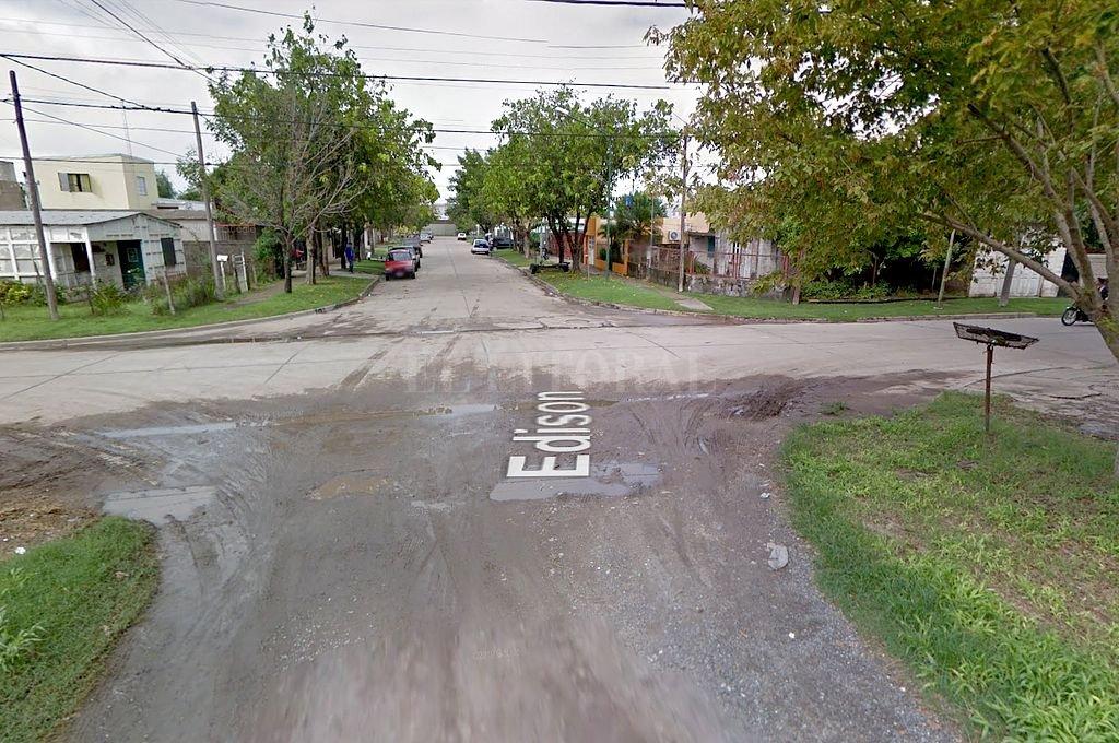 Intersección de las calles Edison y España, en Rafaela, donde tenía su casa Brisio Montenegro, asesinado por un usurpador. Crédito: Captura digital - Google Maps Streetview