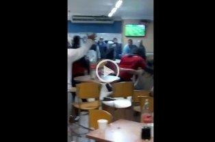 Video: Hinchas de Colón a las piñas en una estación de servicio  -